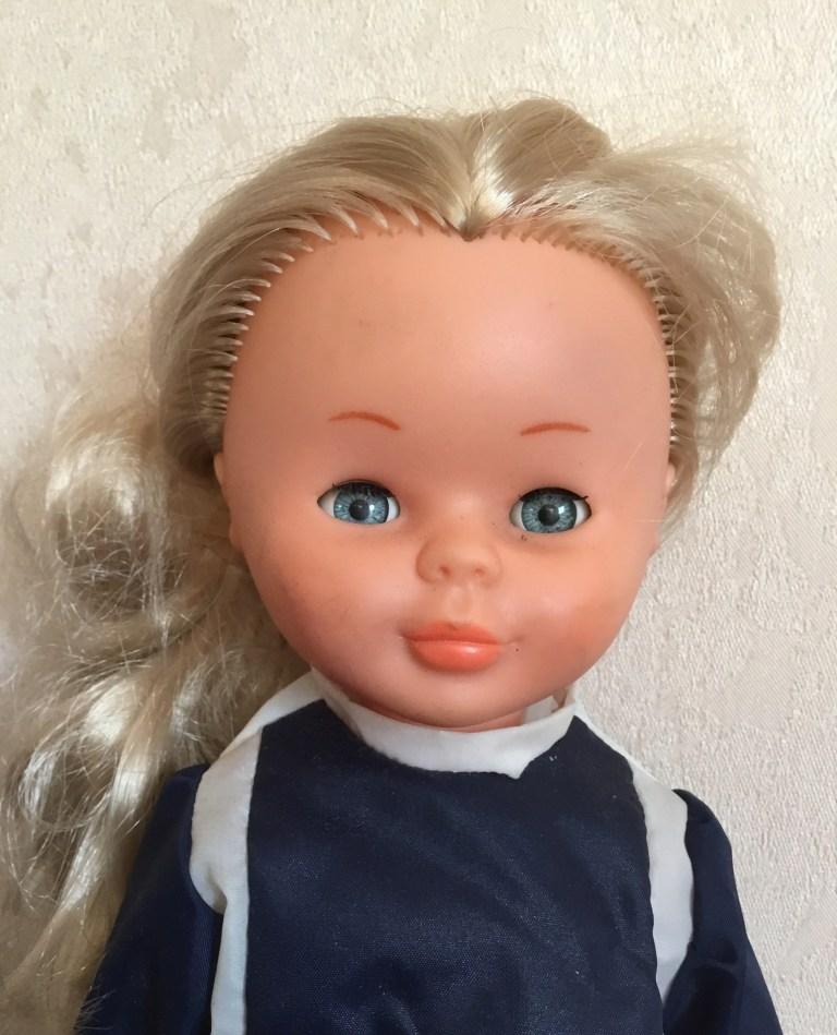 Objets vintage poupée Nancy Famosa modèle ski