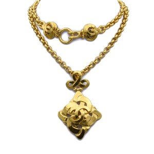 """Chanel 21 1/2"""" Oval Link Chain with Heart Quatrefoil Pendant, Spring 1997"""