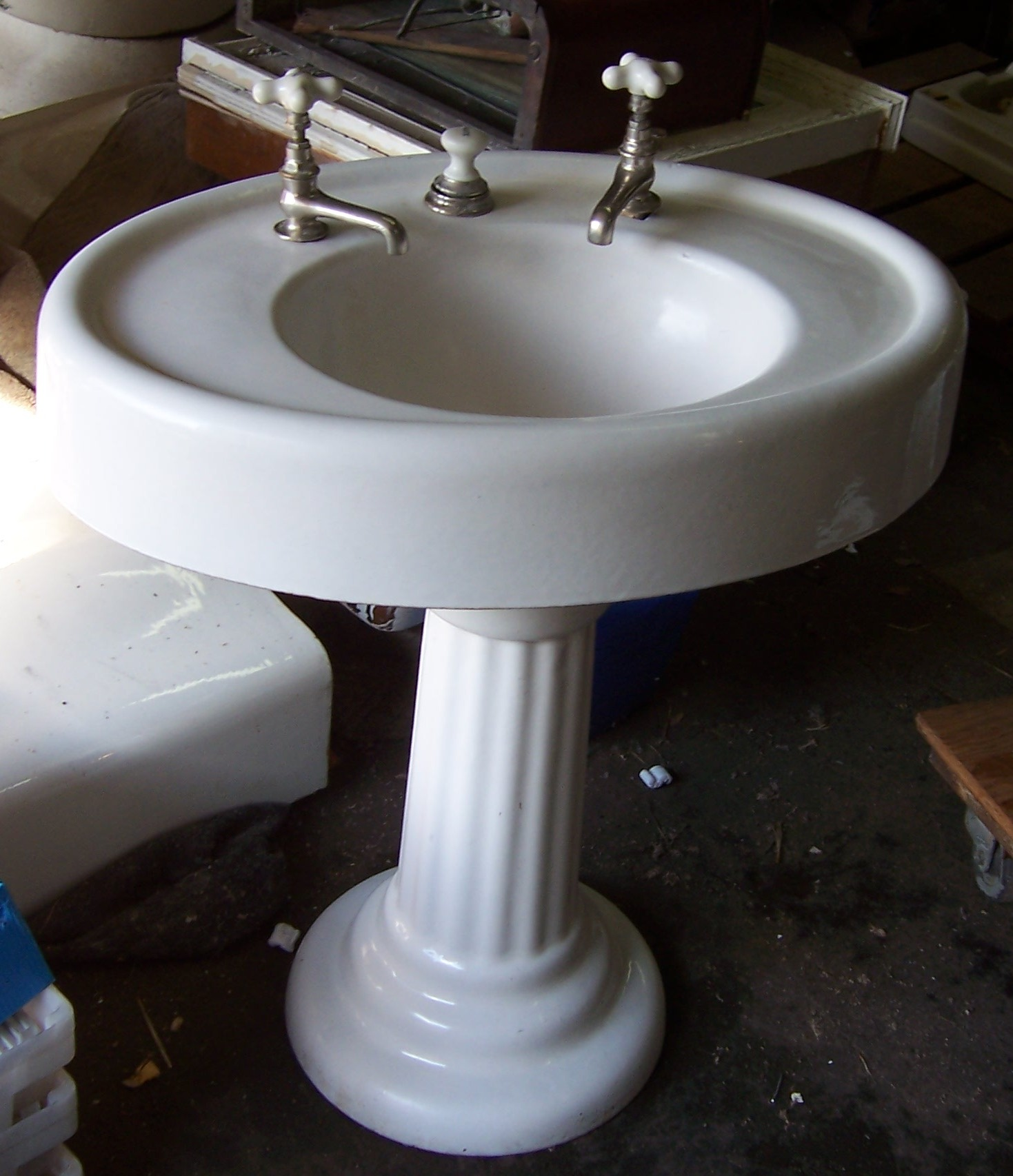 pedestal sinks vintagebathroom