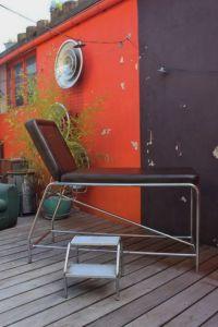Table de massage vintage pour salon de massage ou pour salon de tatouage