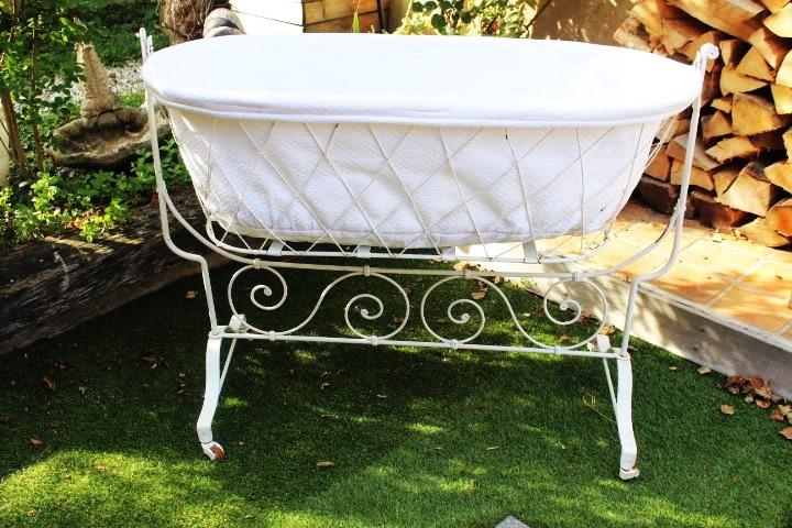 lit berceau en fer forg blanc. Black Bedroom Furniture Sets. Home Design Ideas