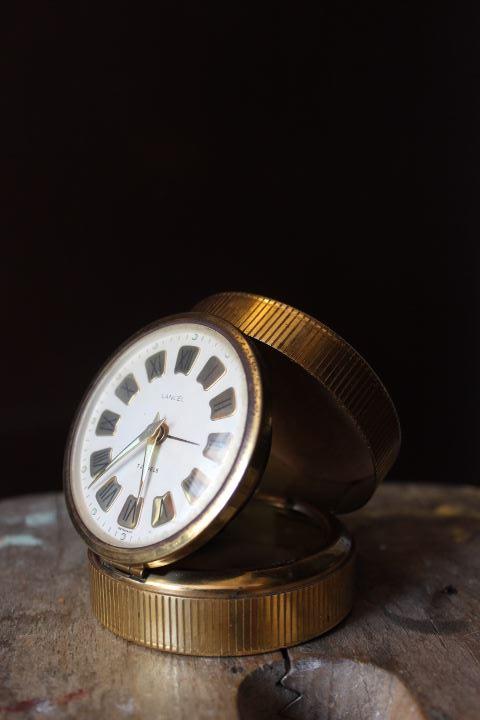 Réveil ancien métal doré 1950