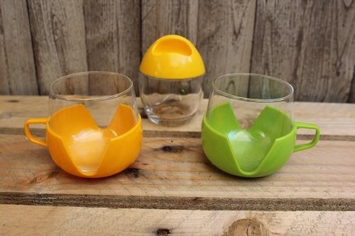 Tasses en verre et pot pyrex
