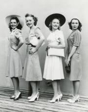 women's 1940's day dress history