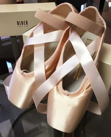 How To Sew Ribbons On Pointe Shoes : ribbons, pointe, shoes, Pointe, Shoes, Elastic, Ribbon