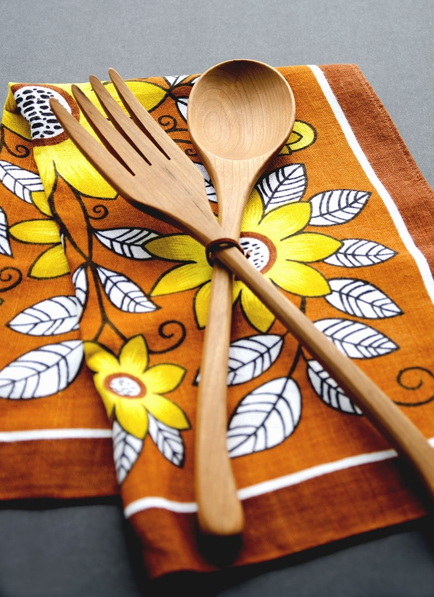 This Find of the Week by White Forest Spoons is a timeless salad set that evokes the craftsmanship of yesteryear but still feels fresh and modern. | vintagekitty.com