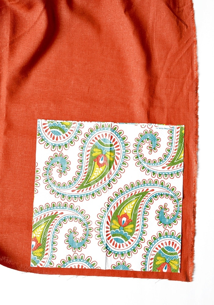These easy to make Fringed Napkins will save you money while dressing up your dinner table! No sewing required and just in time for the holiday season!   vintagekitty.com