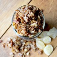 Gingerbread Granola – Fast & Easy!