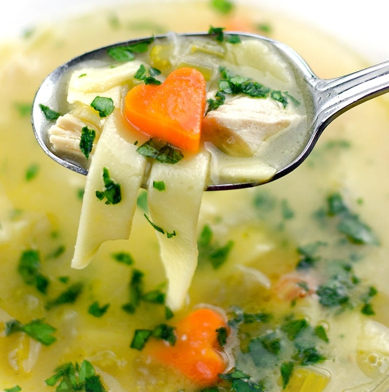 This Lemon Chicken Noodle Soup is hearty, robust and made with love! You are going to heart this twist on the classic so much that you'll say goodbye to Plain Jane noodle soups forever! | vintagekitty.com