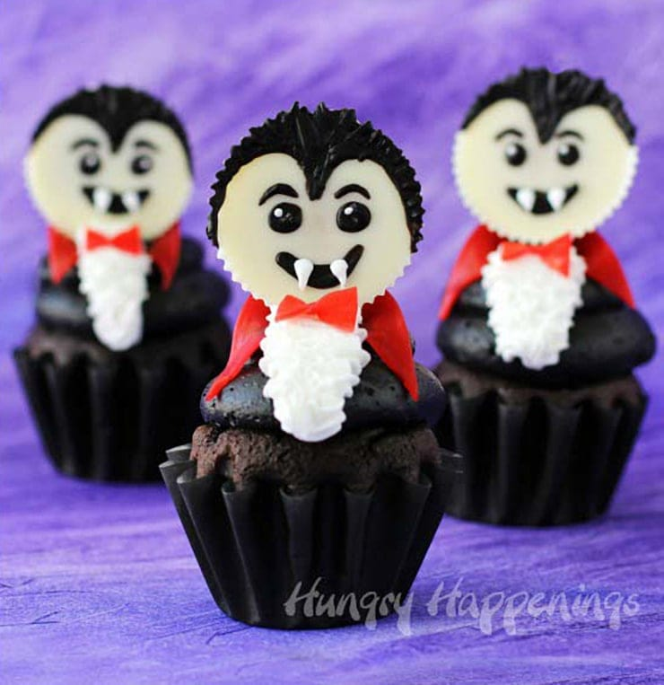 Dracula Cupcakes- Ghoulishly Good! #Halloween Party Recipes and Ideas