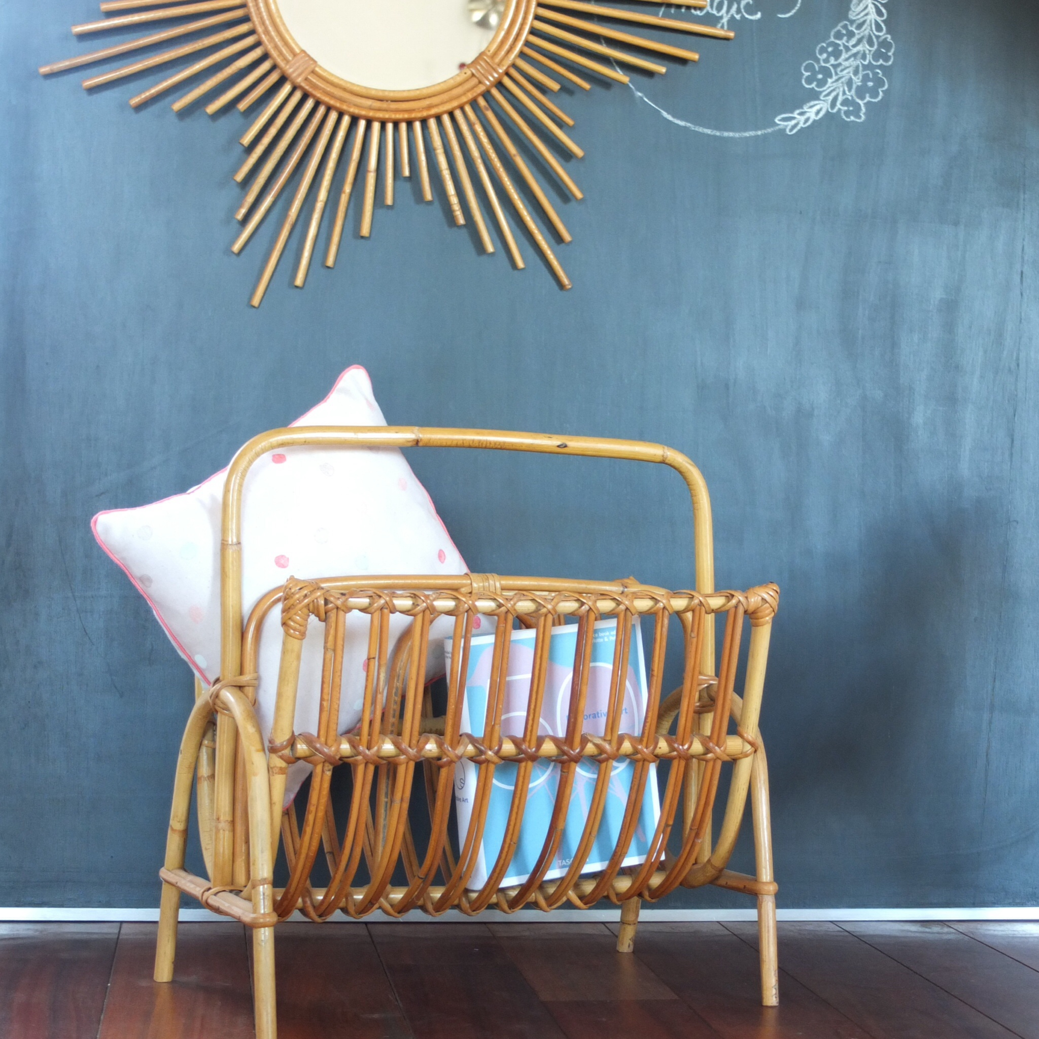 porte revue en rotin vintage magic. Black Bedroom Furniture Sets. Home Design Ideas