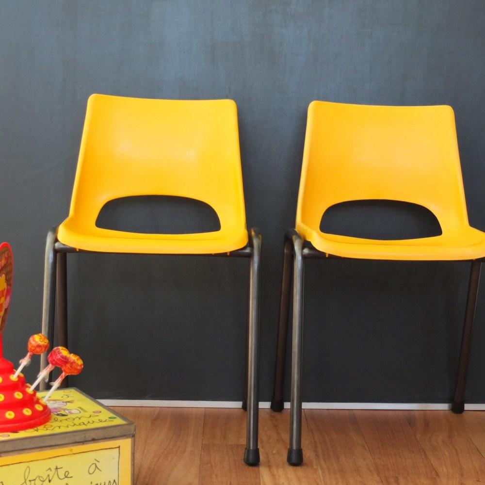 Chaise maternelle jaune