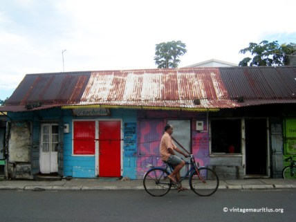Old Mahebourg - Royal Road - Colonial Creole House - Traditional Barber Shop