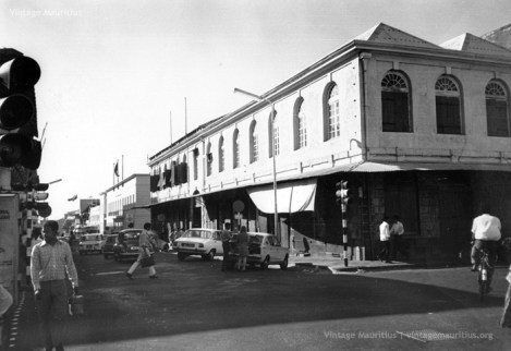 Port Louis Royal Street Sir William Newton (Courtesy: Siganus Sutor)