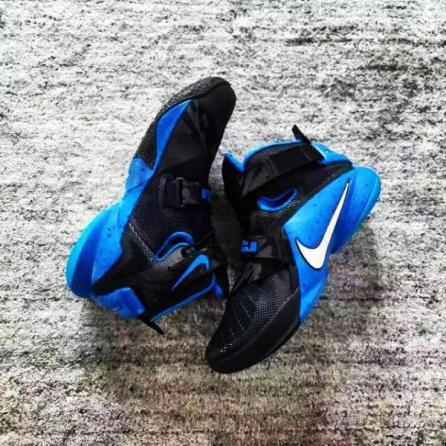 nike-lebron-soldier-9-black-blue-01