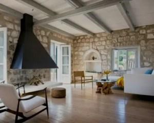 Reformas de casas con gran chimenea