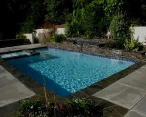 Construcción de piscina de azulejos