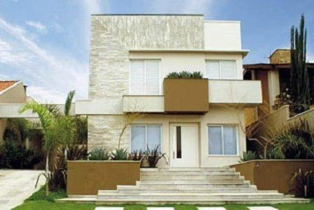 Construção de moradia com revestimento pétreo.