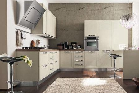 Remodelação de cozinha de luxo com móveis revestidos a melamina.