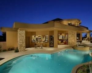Construção de moradias de luxo com piscina