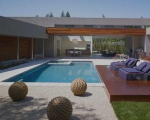 Pavimento exterior com piscina