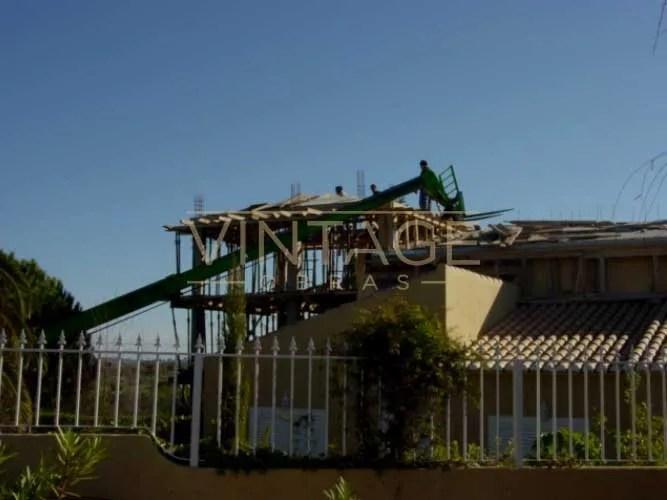 Ampliação de vivenda: betonagem de laje.