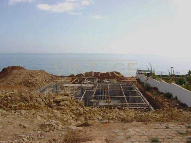 Construção de moradia: Muro de betão.