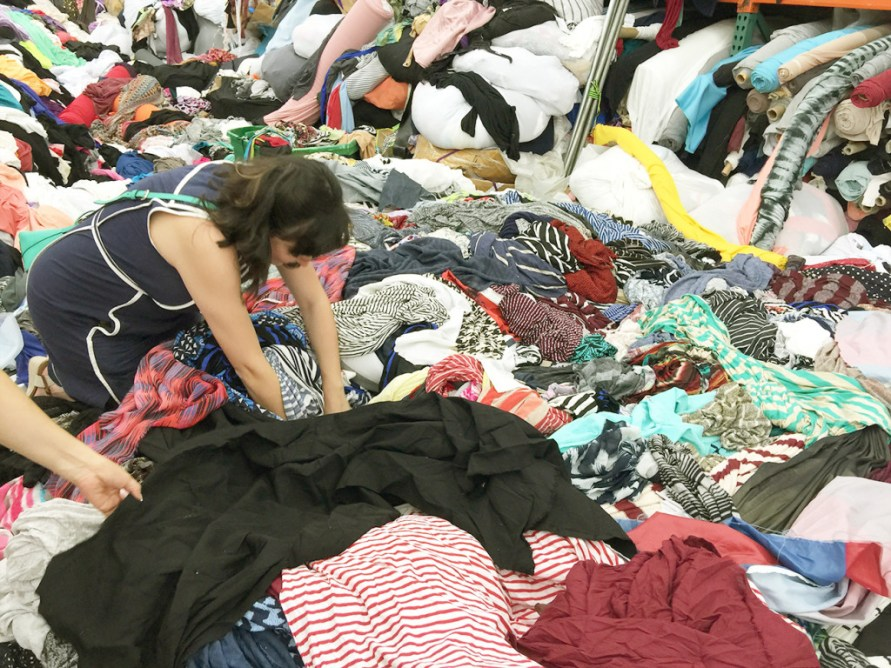 Digging through fabric remnants in the LA Fabric and Garment District | @vintageontap