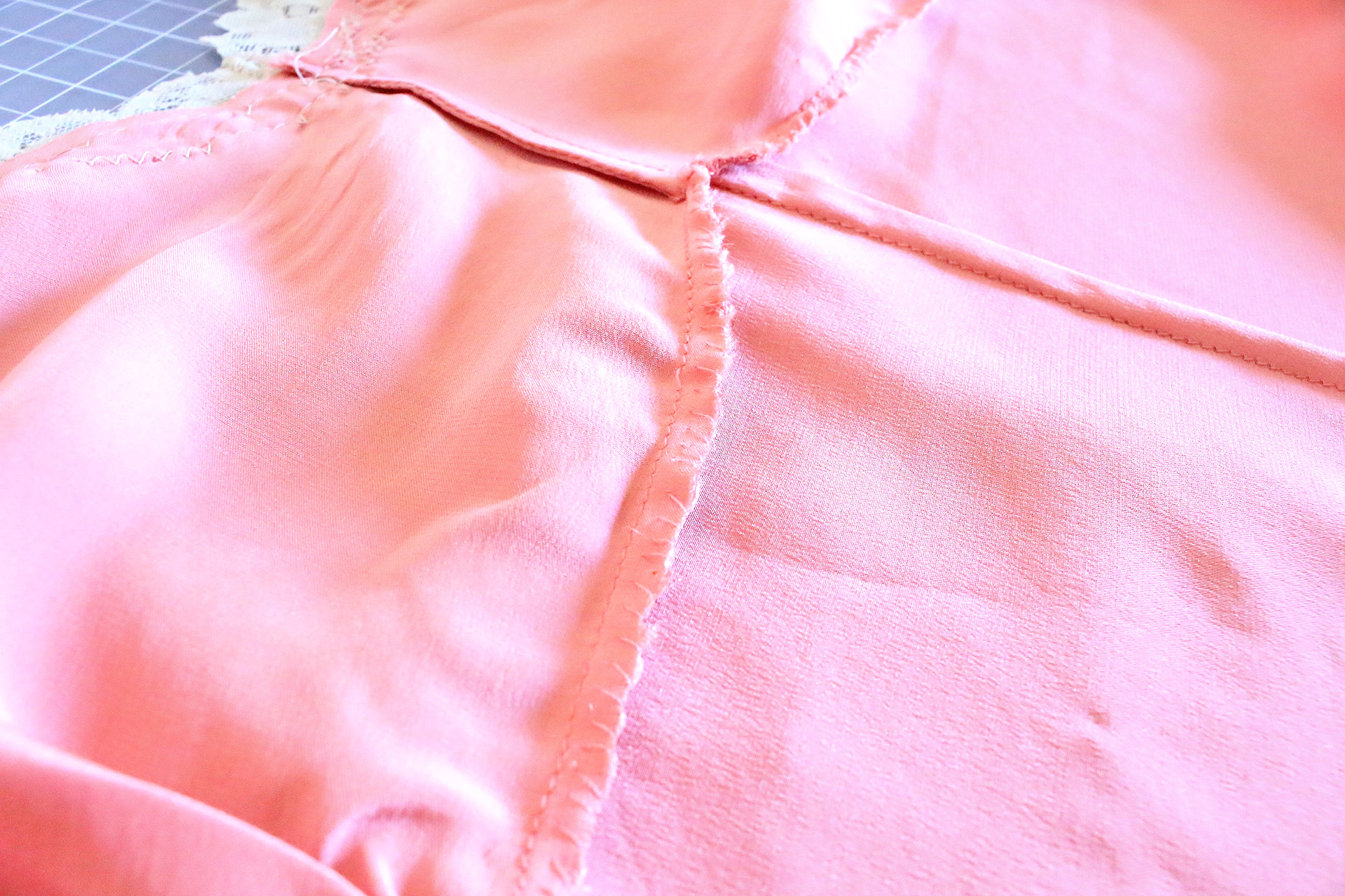 Vintage Inspired Slip Interior detail, hand sewing and French seam | @vintageontap