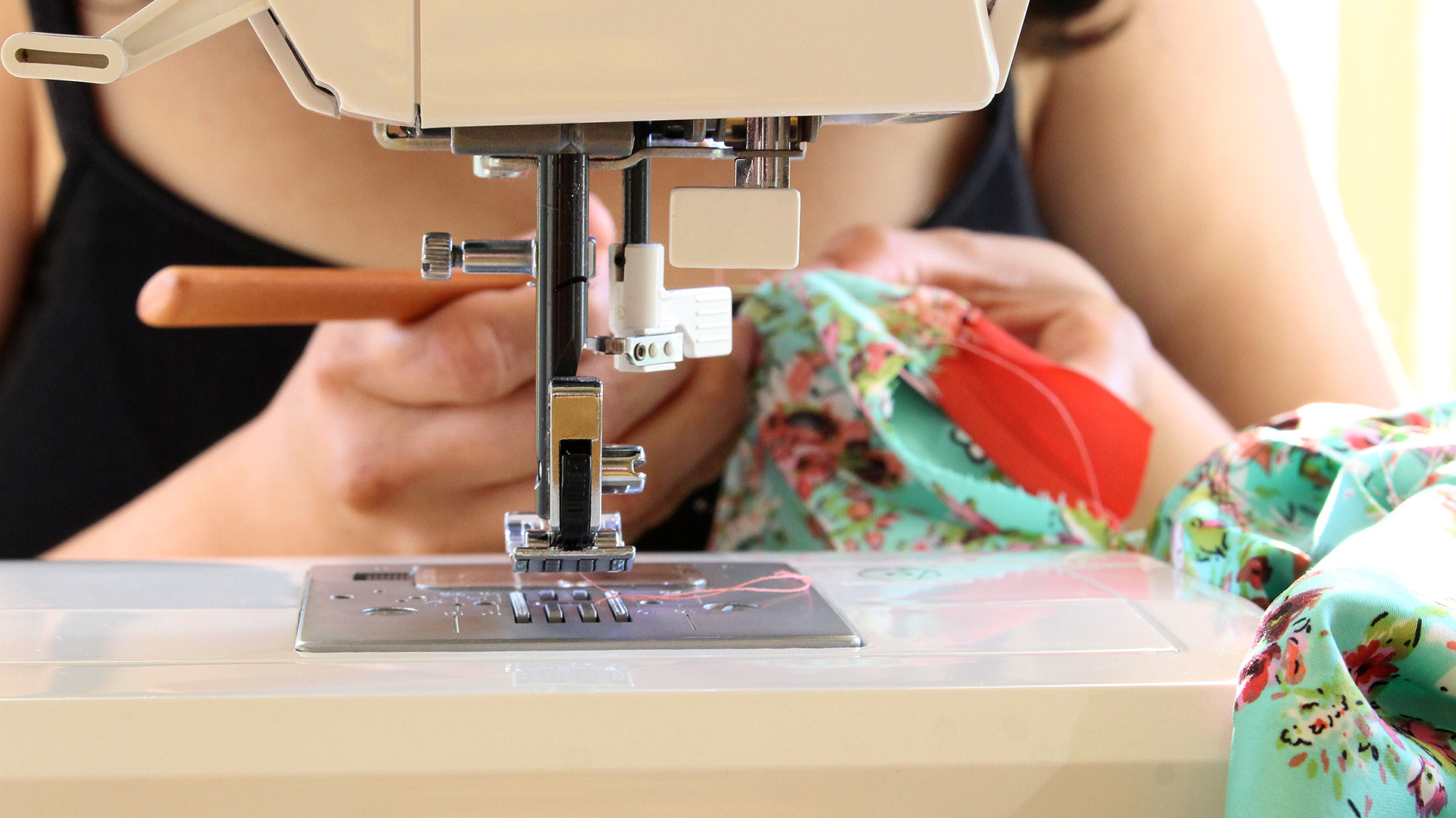 Using a seam ripper on my Alamada Robe, learn how to sew a robe with this post | @vintageontap