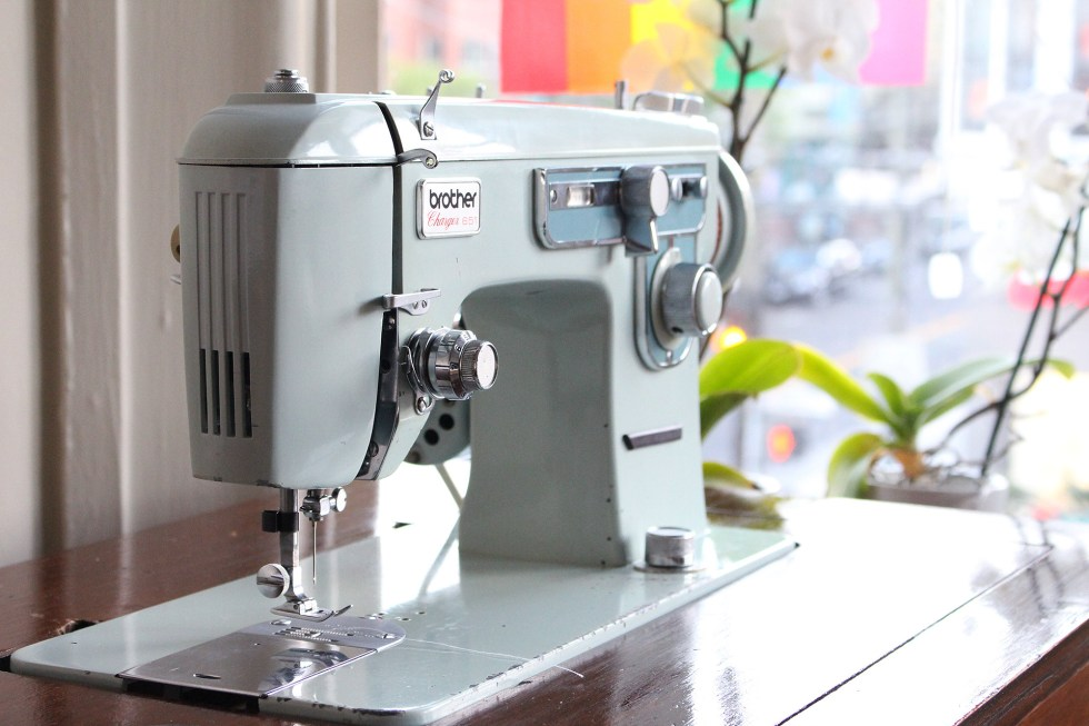 Vintage Brother Charger 651, Refurbishing a Vintage Sewing Machine | @vintageontap