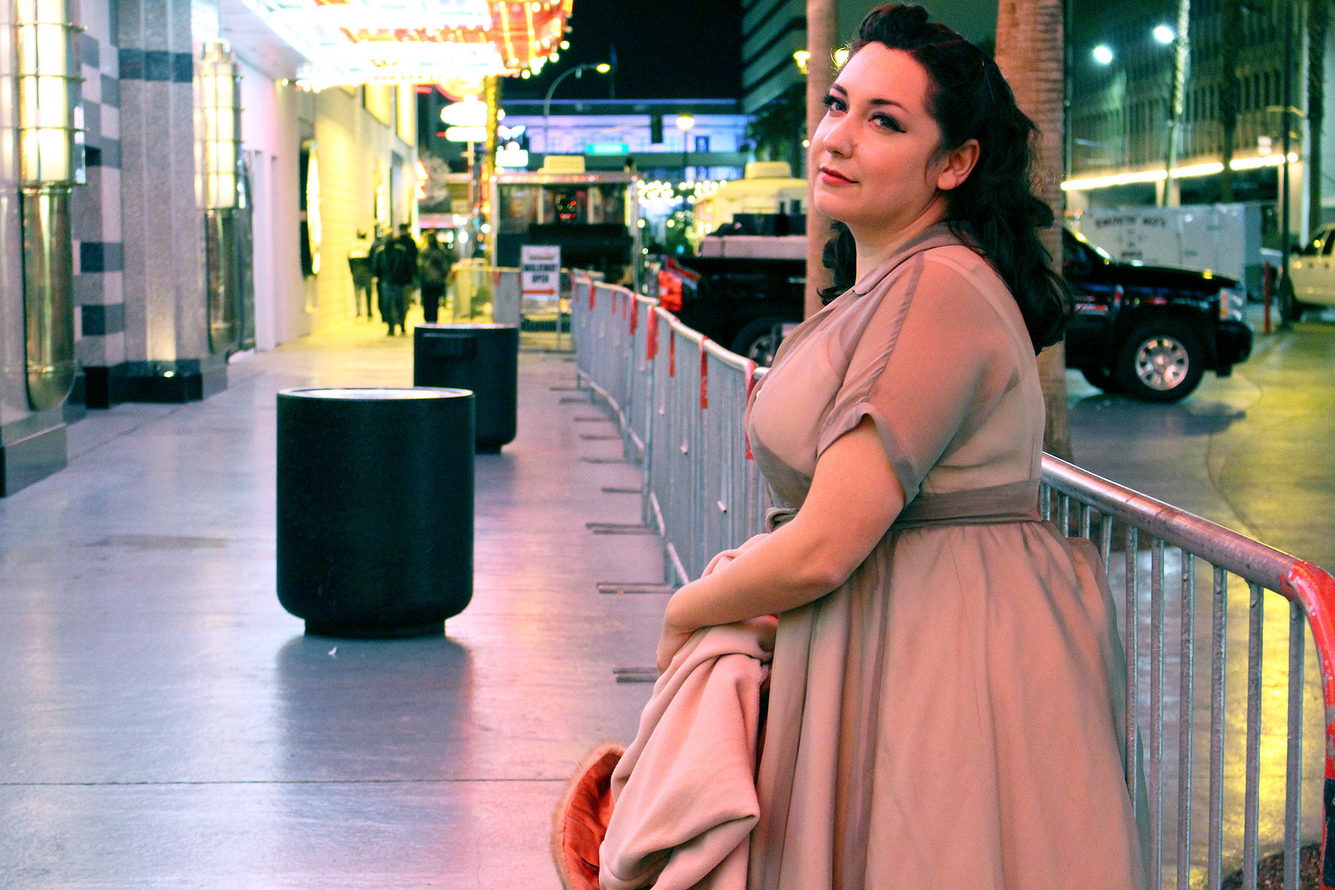 Admiring the lights on Fremont Street, Vintage Simplicity 8252 | @vintageontap