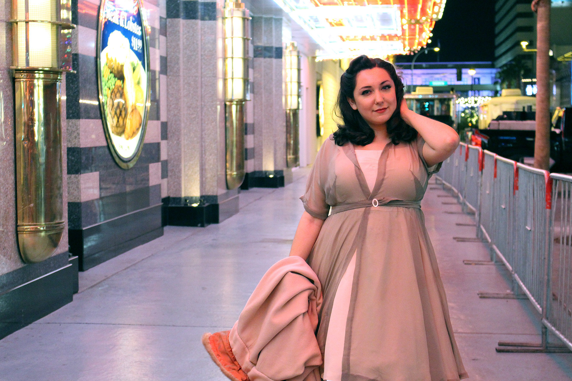 Simplicity 8252, chiffon and crepe fabric | @vintageontap