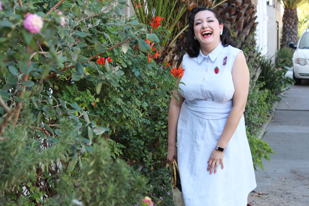 Retro inspired 1950s sewing, sewing the Colette Penny dress in blue linen | Vintage on Tap