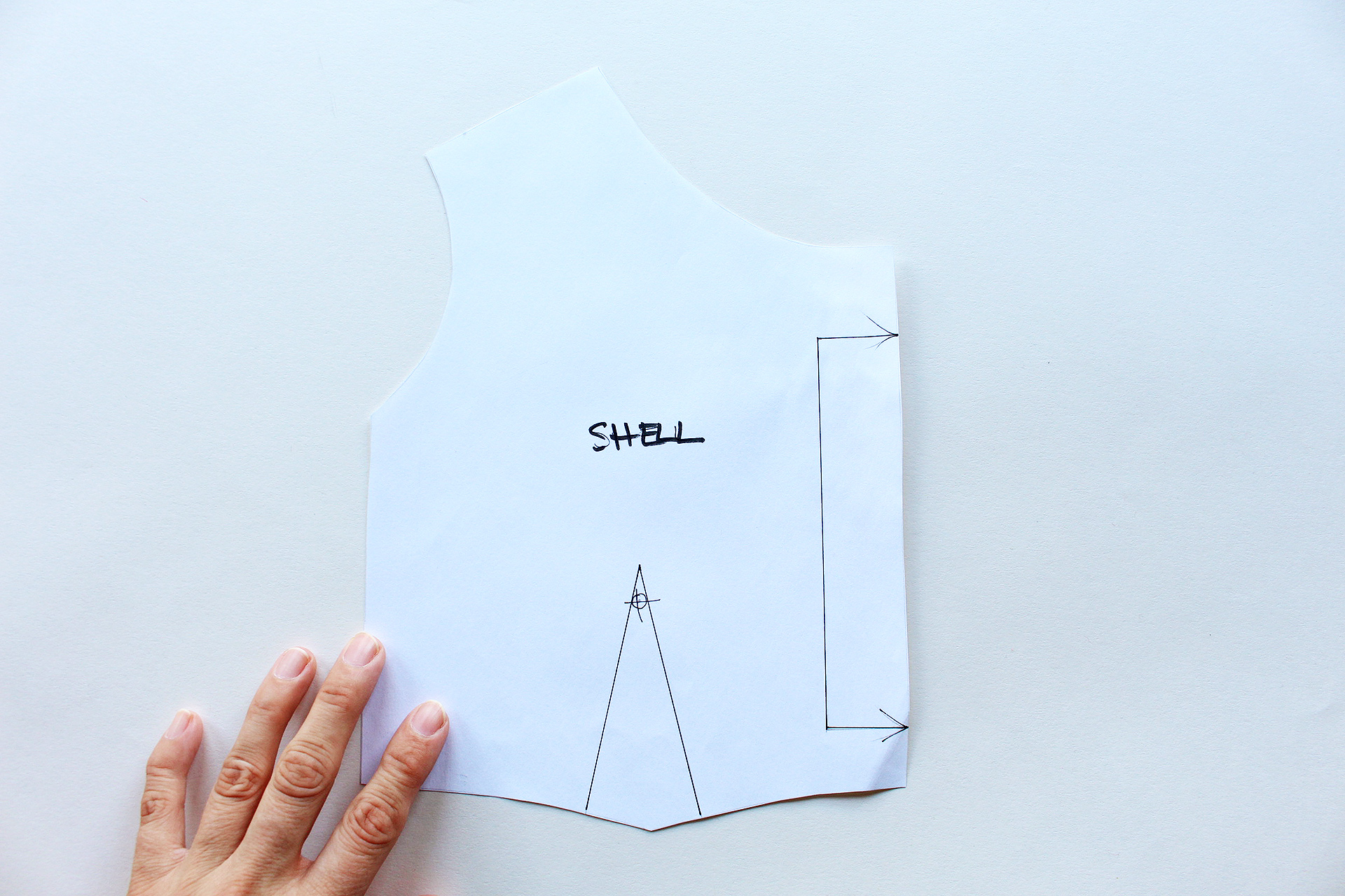 This video teaches you how to draft a facing and lining together for your home sewn garments!   Vintage on Tap