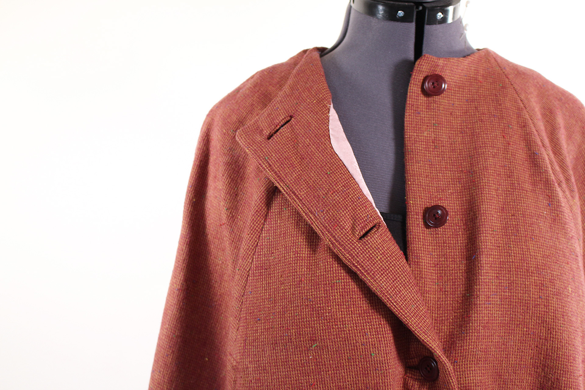 The Seamwork Camden cape, video walk through, with information on how to upgrade and expand on this great vintage style cape | Vintage on Tap