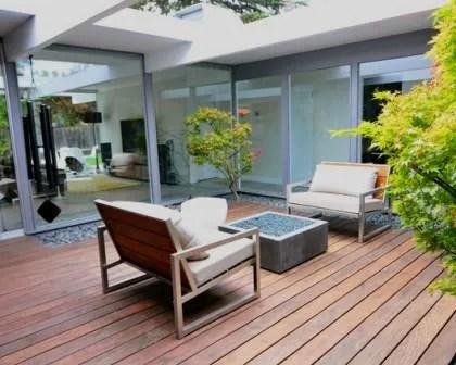 Remodelações de exteriores: saguão em deck de madeira.