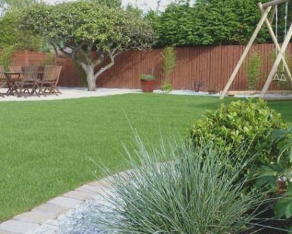 Remodelações de exteriores: execução de jardim.