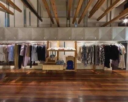 Remodelações de lojas em espaço comercial.