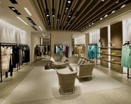 Remodelações de lojas em centro comercial.