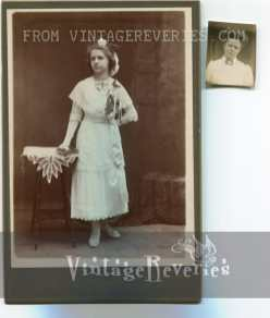 1890s mother and daughter photograph
