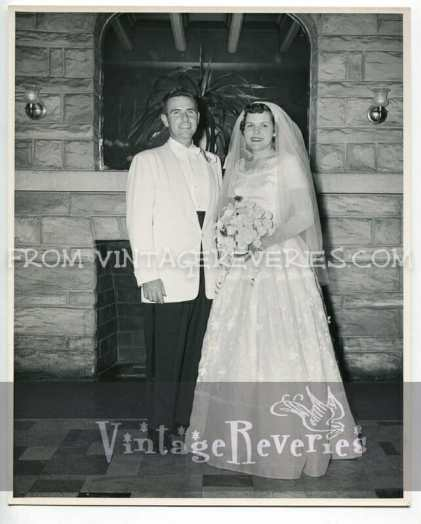 1950s bride and groom photo
