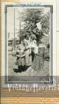 1930s mother and daughters