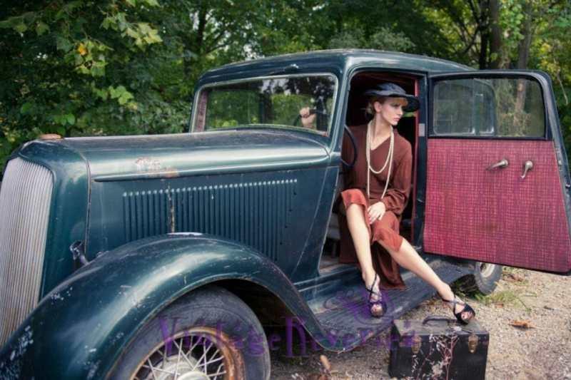 vintage 1930s car