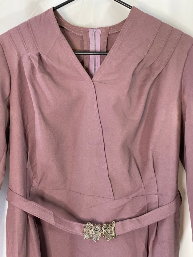 This lavender purple long sleeved 50s-early 60s era pencil dress is so Jackie-O!