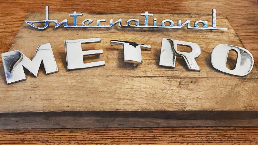 International Script Emblem and METRO letters - Chrome