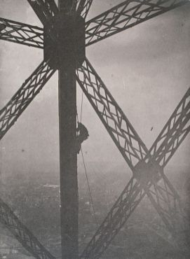 06The Eiffel Tower Construction