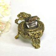 Metal cherub table lighter