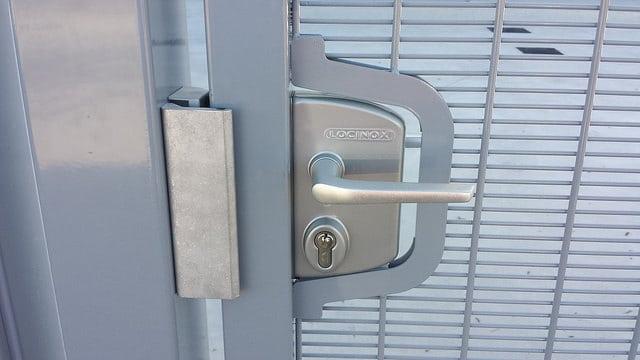 Como son las puertas met licas para vallas - Cerraduras para puertas metalicas ...
