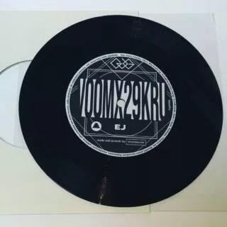 """VOOMX29KRU - Ej / Kwaśna pogoda. Available on 7"""" vinyl / CD / cassette. @voomone @dj_zaju #7inch #7inchvinyl #vinyl #record #lathecut #short #run #vinyl #record #hiphop #lofi #lofibeats #lofihiphop #polishbeat"""